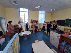 Le conseil municipal en visite de la classe maternelle